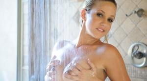 lia19_masturbating_in_shower_1-1
